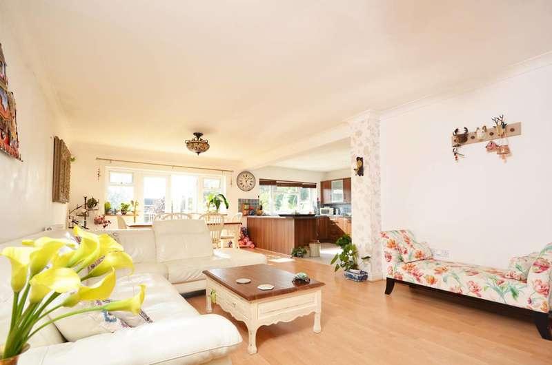 4 Bedrooms Detached House for sale in Mead Way, Burpham, GU4