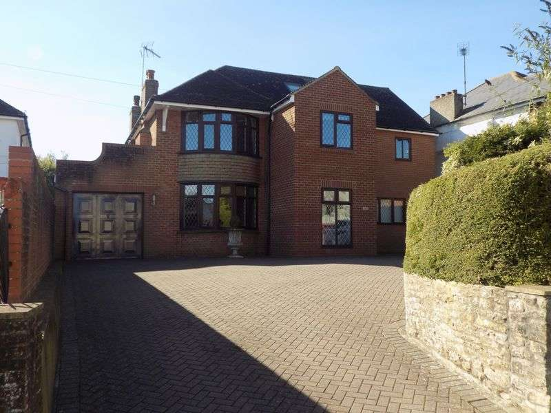 5 Bedrooms Detached House for sale in Pavenhill, Purton