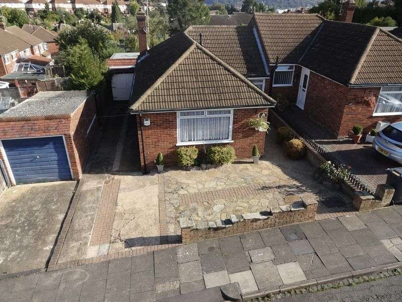 2 Bedrooms Semi Detached Bungalow for sale in Hillary Crescent, Luton