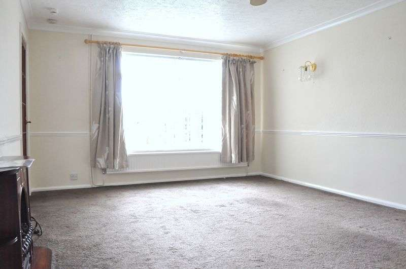 2 Bedrooms Semi Detached Bungalow for sale in St. Peters Close, Evesham, WR11 1EW