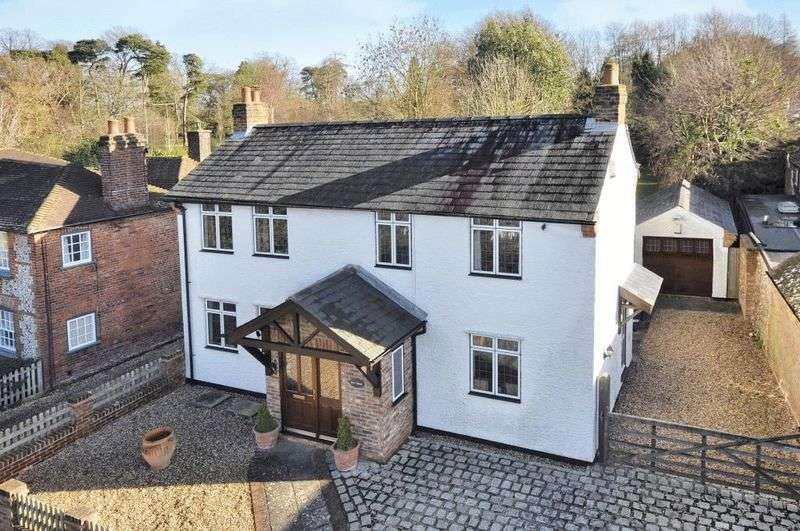 4 Bedrooms Detached House for sale in Beamond End