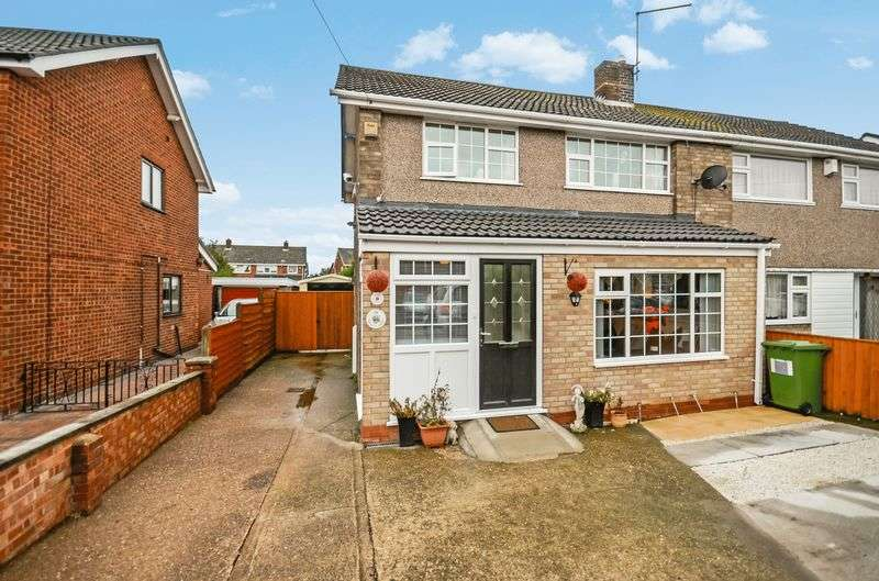 3 Bedrooms Semi Detached House for sale in Spinney Close, Immingham, DN40