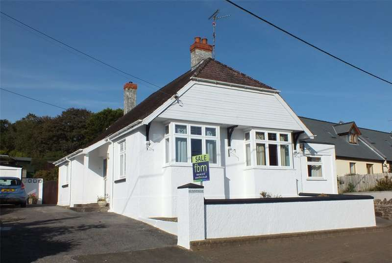 3 Bedrooms Detached Bungalow for sale in Sunnyside, Carmarthen Road, Kilgetty, Pembrokeshire