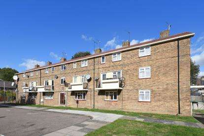 3 Bedrooms Flat for sale in Lawrence Close, Tottenham, London