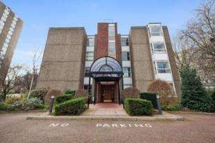 1 Bedroom Flat for sale in Hawk House, Sullivan Close, Battersea, London