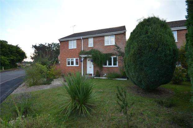 4 Bedrooms Detached House for sale in Hawkwell, Church Crookham, Fleet