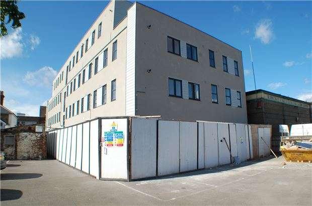 2 Bedrooms Flat for sale in Victoria Road, Horley, Surrey, RH6 7PZ