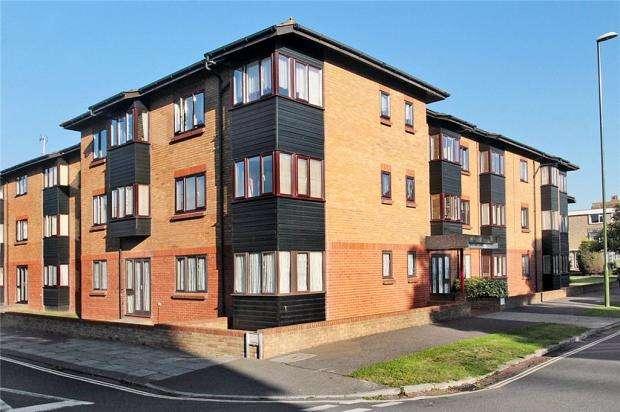 1 Bedroom Retirement Property for sale in Oakland Court, Fitzalan Road, Littlehampton, West Sussex, BN17