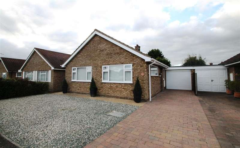 3 Bedrooms Bungalow for sale in Elm Gardens, Trimley St. Mary