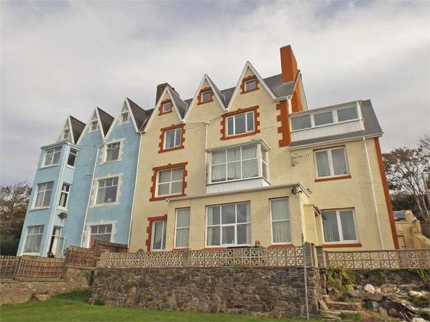 2 Bedrooms Flat for sale in 2 Pier Road, Milford Haven, Pembrokeshire