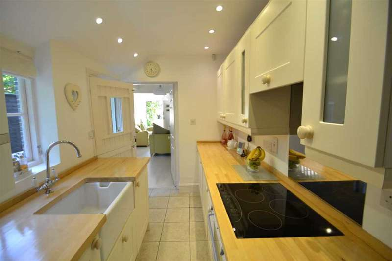 2 Bedrooms House for sale in Old Savills Cottages, The Chase, Chigwell