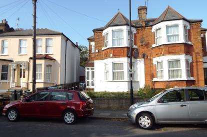 2 Bedrooms Maisonette Flat for sale in Palmerston Crescent, Palmers Green, London