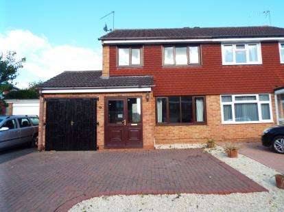 3 Bedrooms Semi Detached House for sale in Fairwater Crescent, Alcester, Warwickshire