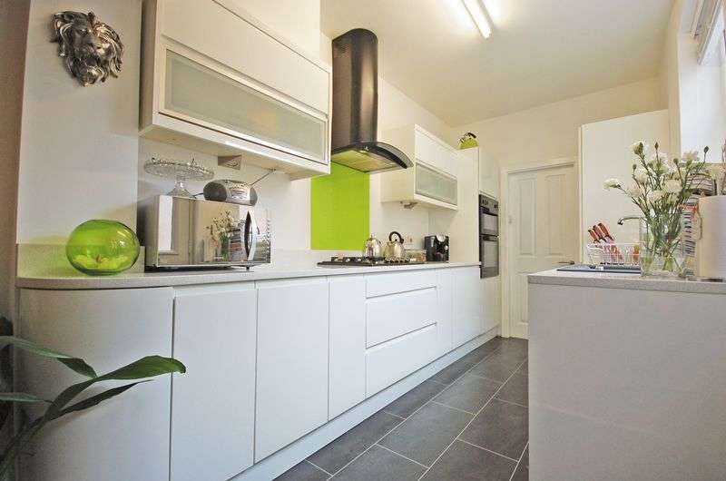2 Bedrooms Terraced House for sale in Erskine Street, Stockport