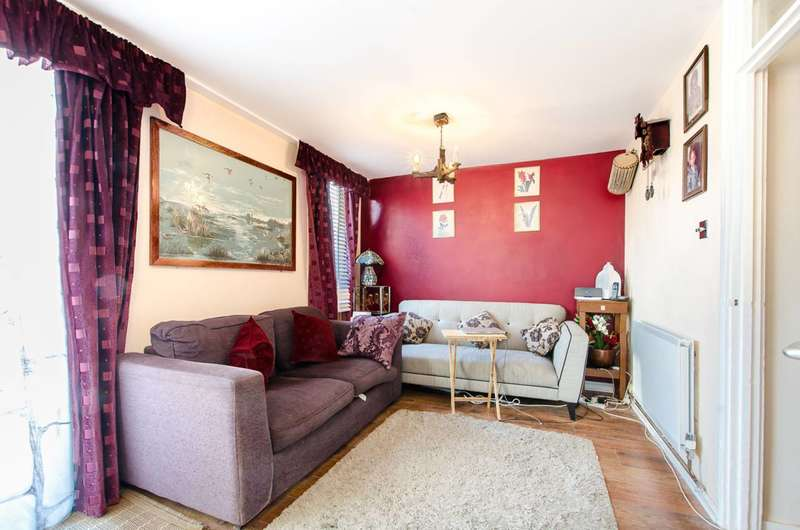 3 Bedrooms Flat for sale in Bedwell House, Stockwell, SW9