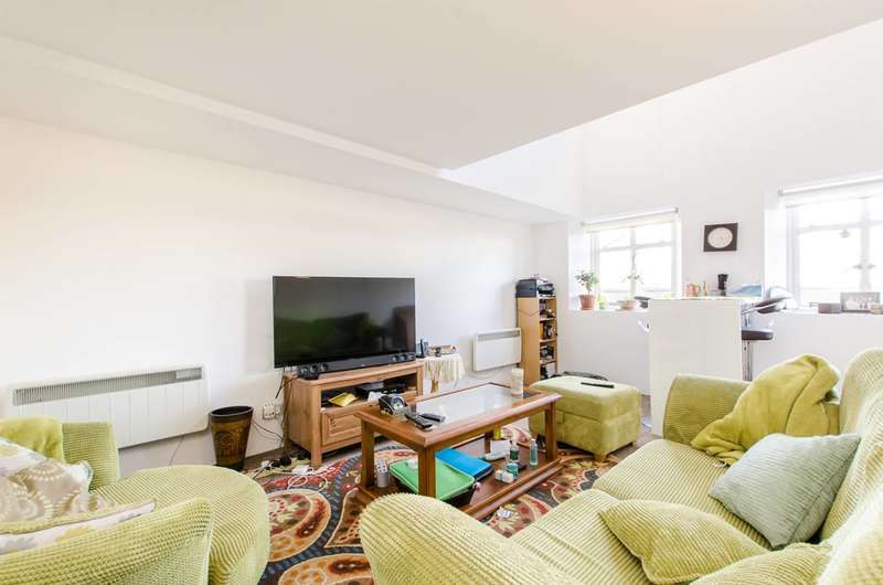 1 Bedroom Flat for sale in Cormont Road, Brixton, SE5