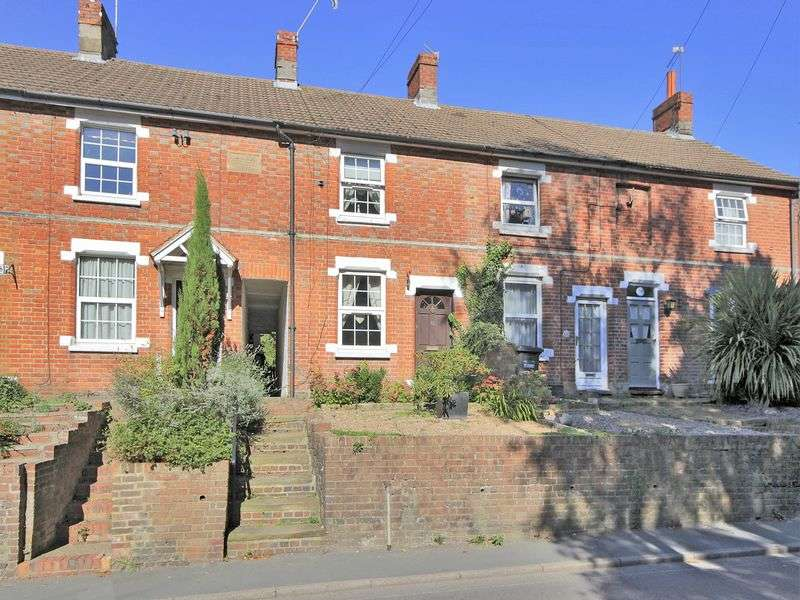2 Bedrooms Terraced House for sale in West Street, East Grinstead, West Sussex
