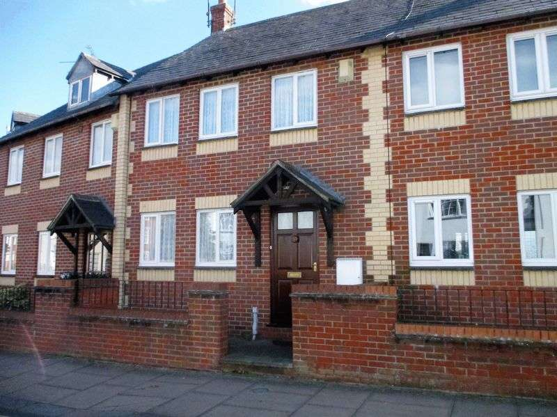 2 Bedrooms Terraced House for sale in Charles Terrace, Daventry, NN11 4RP