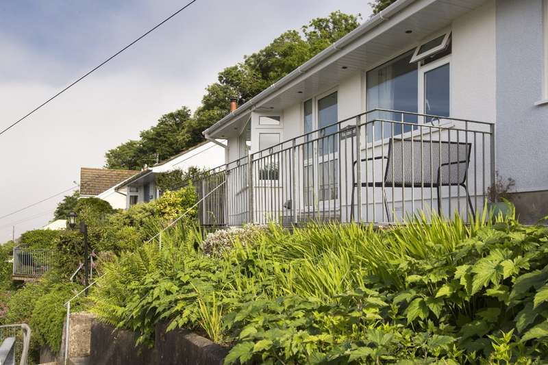 2 Bedrooms Bungalow for sale in 2 Rockmount, Knowle Road, Salcombe