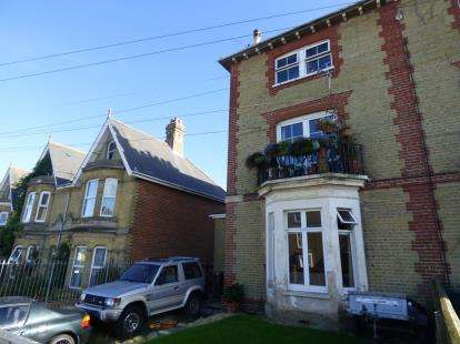 3 Bedrooms Maisonette Flat for sale in Cowes, Isle Of Wight