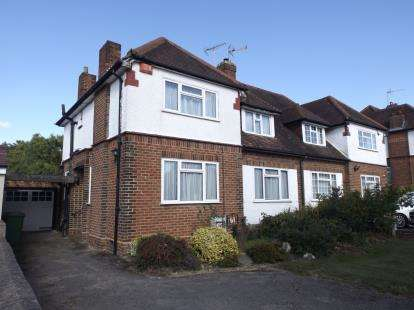 3 Bedrooms Semi Detached House for sale in Billy Lows Lane, Potters Bar, Hertfordshire