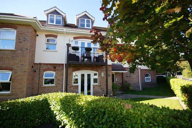 2 Bedrooms Flat for sale in Chapel Road, Lower Parkstone, Poole