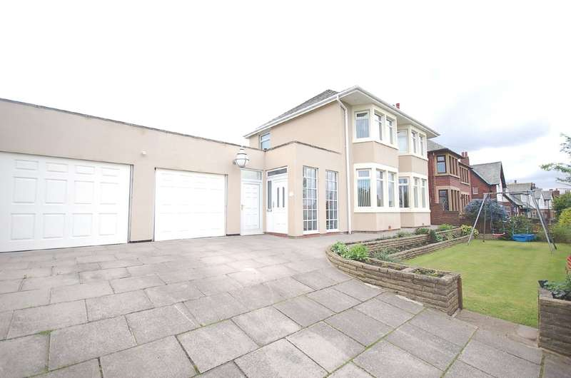 3 Bedrooms Detached House for sale in Devonshire Road, Blackpool