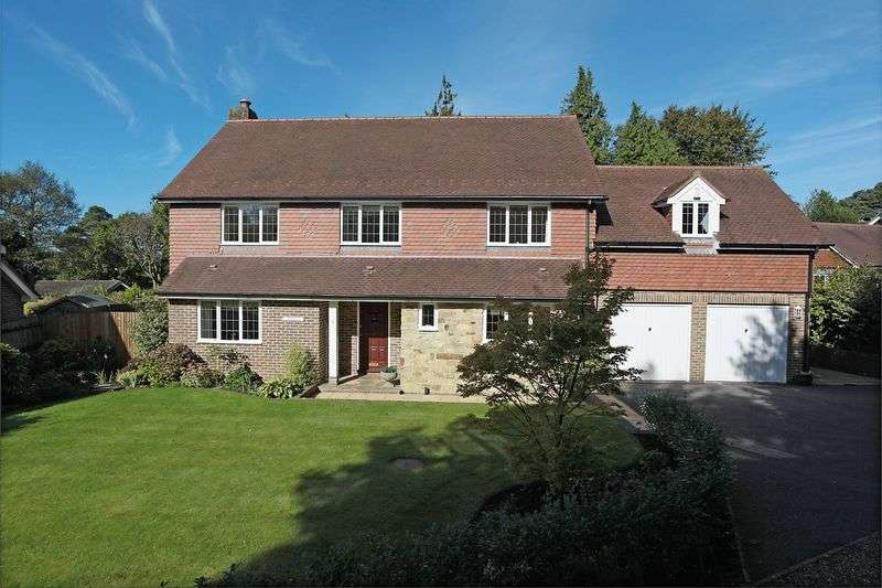 5 Bedrooms Detached House for sale in Warren Ridge, Crowborough, East Sussex