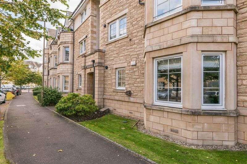 2 Bedrooms Flat for sale in 14/2 Powderhall Road, Broughton, Edinburgh, EH7 4GB