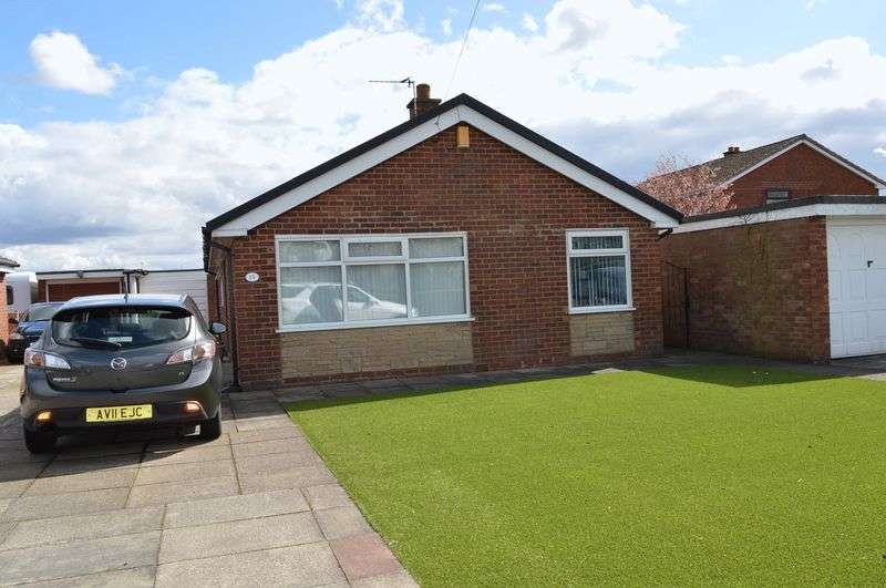 3 Bedrooms Detached Bungalow for sale in Mayfield Drive, Leigh, WN7 3QQ