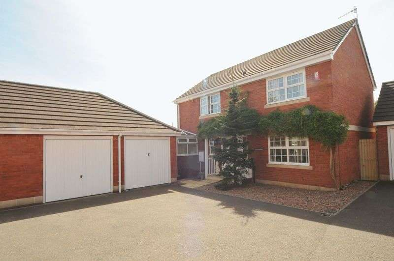 4 Bedrooms Detached House for sale in The Birches, Plymouth. Beautifully presented family home.