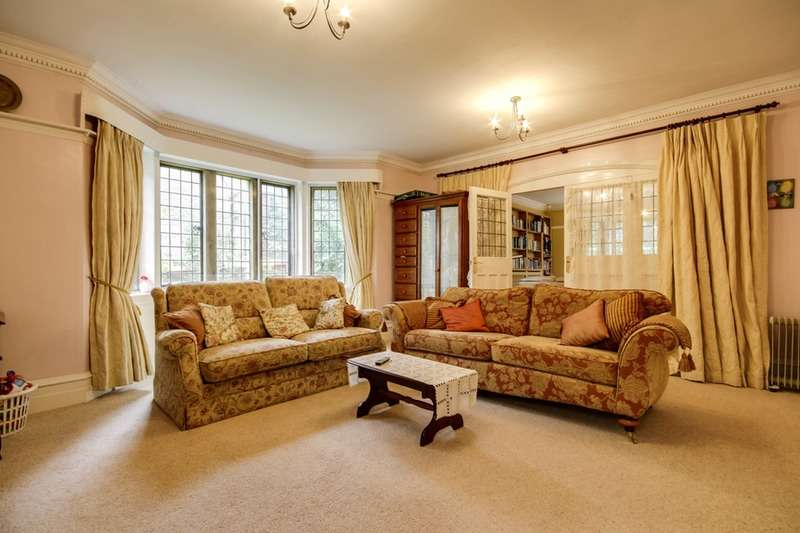 6 Bedrooms Detached House for sale in Carlton Drive, Bradford, West Yorkshire, BD9