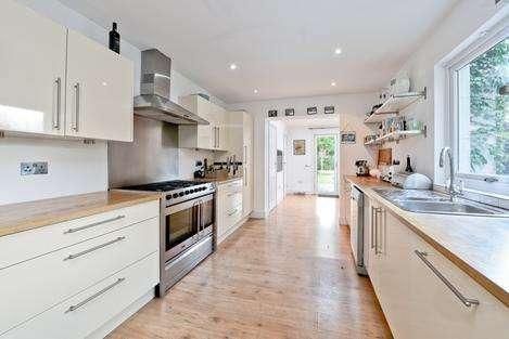 4 Bedrooms House for sale in Landcroft Road, London SE22