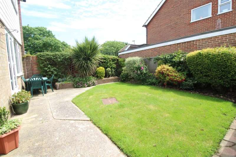 3 Bedrooms Detached House for sale in Pembroke Way, Bognor Regis, PO21