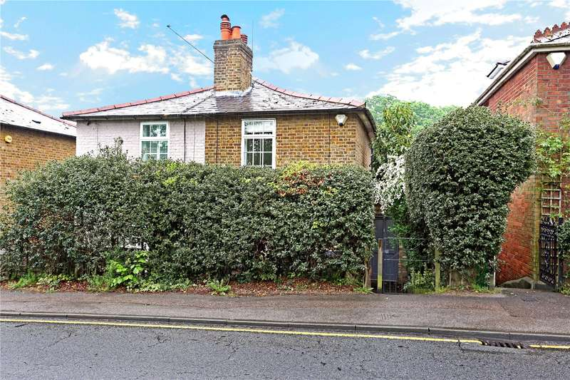 3 Bedrooms Semi Detached House for sale in Heath Road, Weybridge, Surrey, KT13