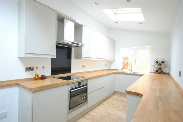 2 Bedrooms Maisonette Flat for sale in Queens Road, Twickenham