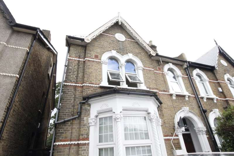 3 Bedrooms Flat for sale in B Stanstead Road, London, SE6