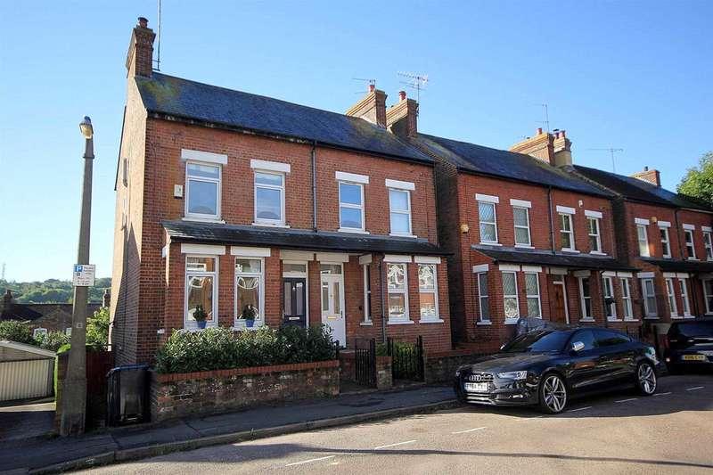 3 Bedrooms Semi Detached House for sale in 3 BED WITH 65` STH FACING GARDEN IN Horsecroft Road, Boxmoor, HP1