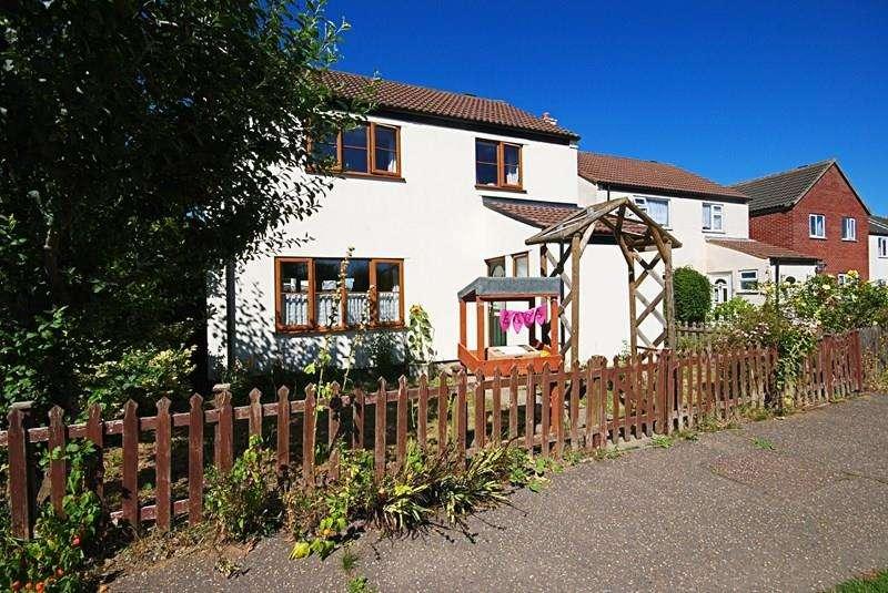 4 Bedrooms Detached House for sale in Flowerpot Lane, Long Stratton, Norwich