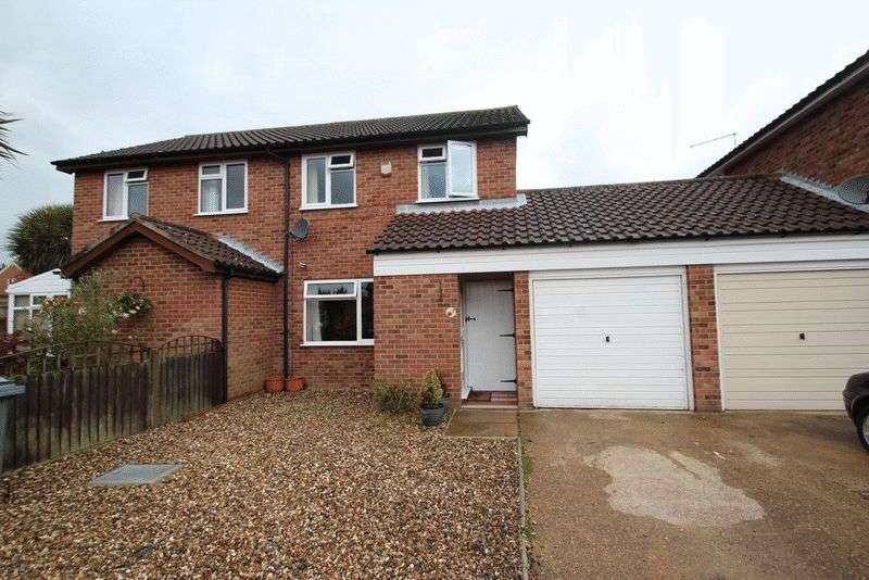 3 Bedrooms Semi Detached House for sale in Acle, NR13