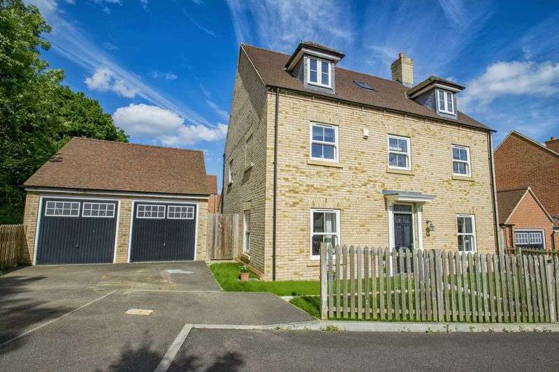 5 Bedrooms Detached House for sale in John Crosse Close, Ampthill