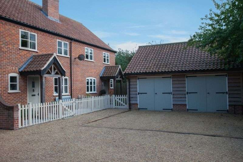 3 Bedrooms Semi Detached House for sale in Tunstead