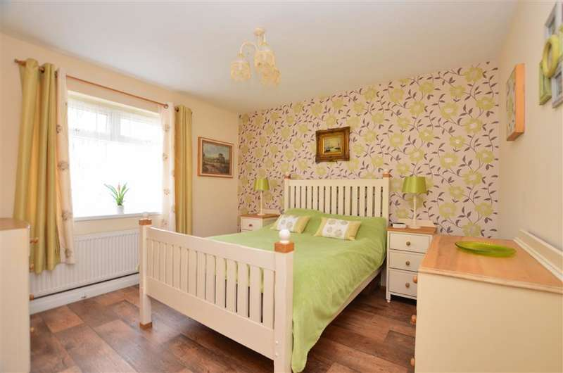 2 Bedrooms Semi Detached Bungalow for sale in Sydney Road, Whitstable, Kent