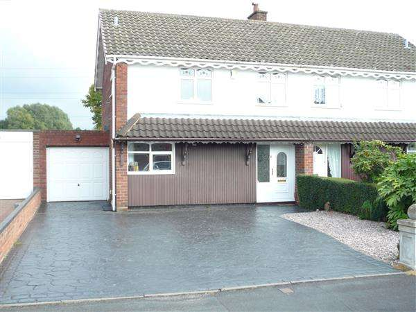 3 Bedrooms Semi Detached House for sale in Lyndale Drive, Wednesfield, Wednesfield