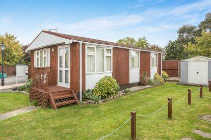 2 Bedrooms Mobile Home for sale in Stansby Park, The Reddings, Cheltenham, Gloucestershire