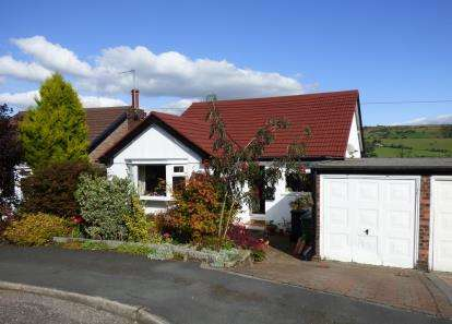 2 Bedrooms Bungalow for sale in Ashwood Road, Disley, Stockport, Cheshire