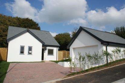 3 Bedrooms Bungalow for sale in Western Avenue, Liskeard