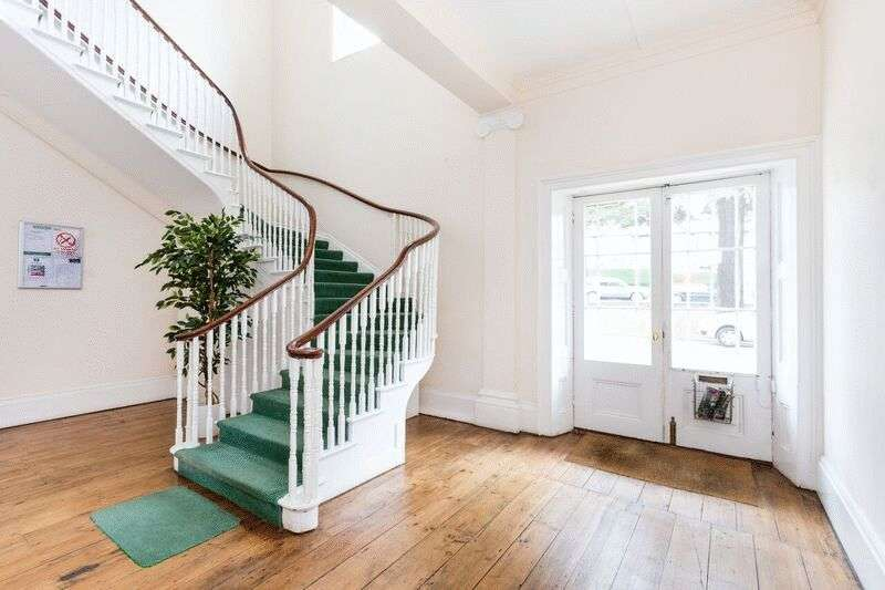 1 Bedroom Flat for sale in Chigwell Road, Woodford Green