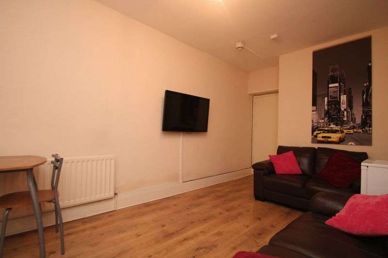 4 Bedrooms Flat for sale in Chillingham Road, Newcastle Upon Tyne