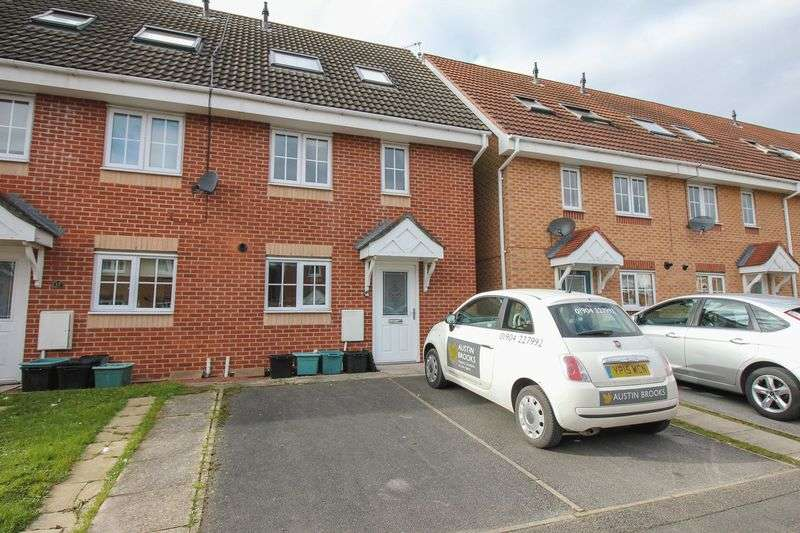 3 Bedrooms Terraced House for sale in Salmond Road, York